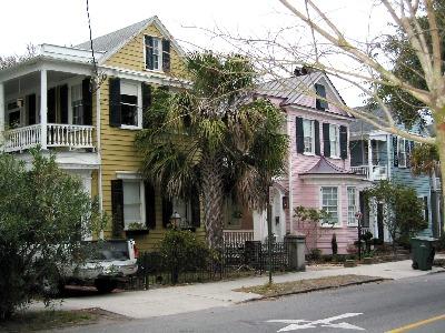 Häuser Wie Filmkulissen Umgeben Blockweise Das Alte Zentrum Von Charleston